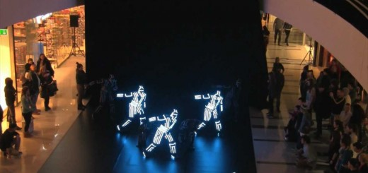 E de repente um espectáculo de dança e luz num shopping
