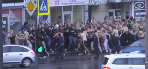 Adeptos do Metalist e do D. Kiev em batalha violenta