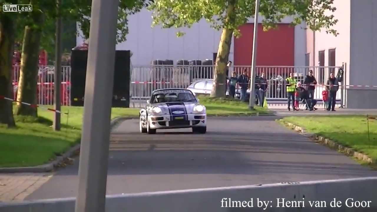 Aparatoso acidente de um Porsche no rally da Holanda