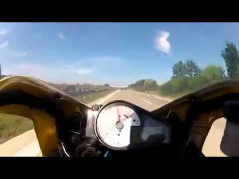 O incrível poder de travagem de um mota de competição