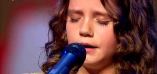 Anjo de 9 anos coloca júri e plateia de boca aberta