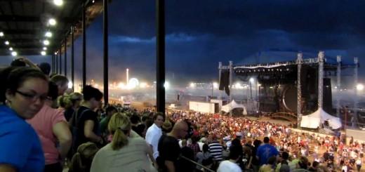 Palco desaba num concerto em Indianapolis