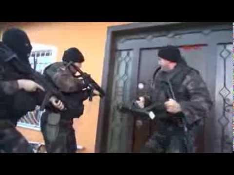 Equipa SWAT turca faz entrada bombástica em casa de um traficante de droga
