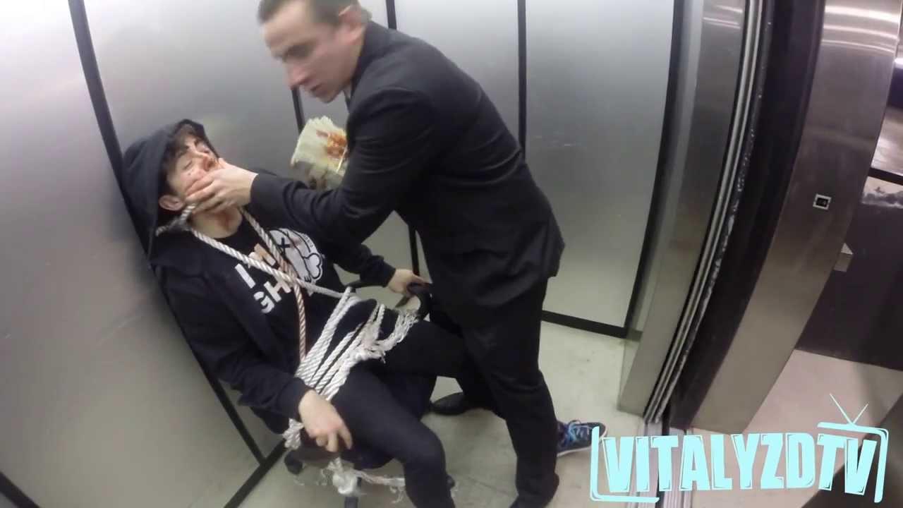 Russo faz refém no elevador