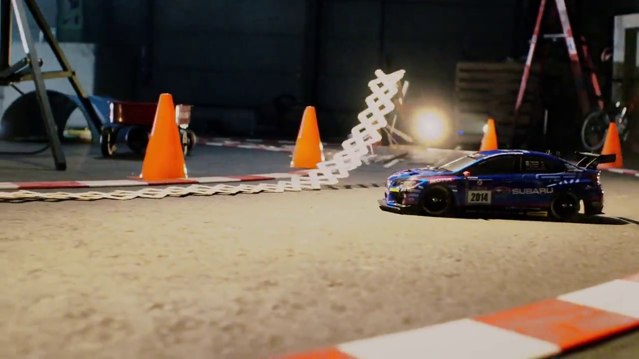 Carro telecomandado em corrida alucinante ao estilo Ken Block