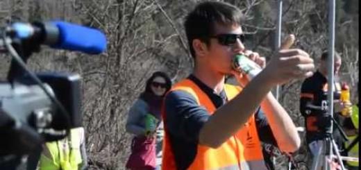 Adepto de Rali dá espetáculo com a sua lata de cerveja