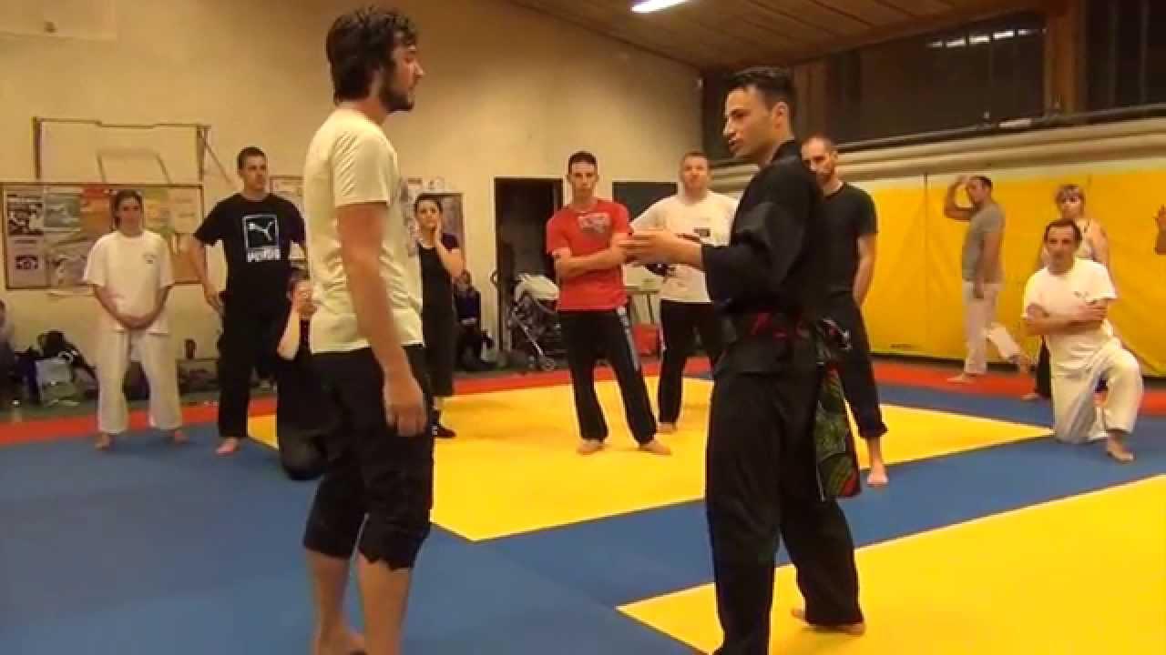 Mestre em artes marciais mostra a sua arte