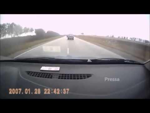 Um vídeo que te vai fazer pensar bem antes de tentares ultrapassar um carro